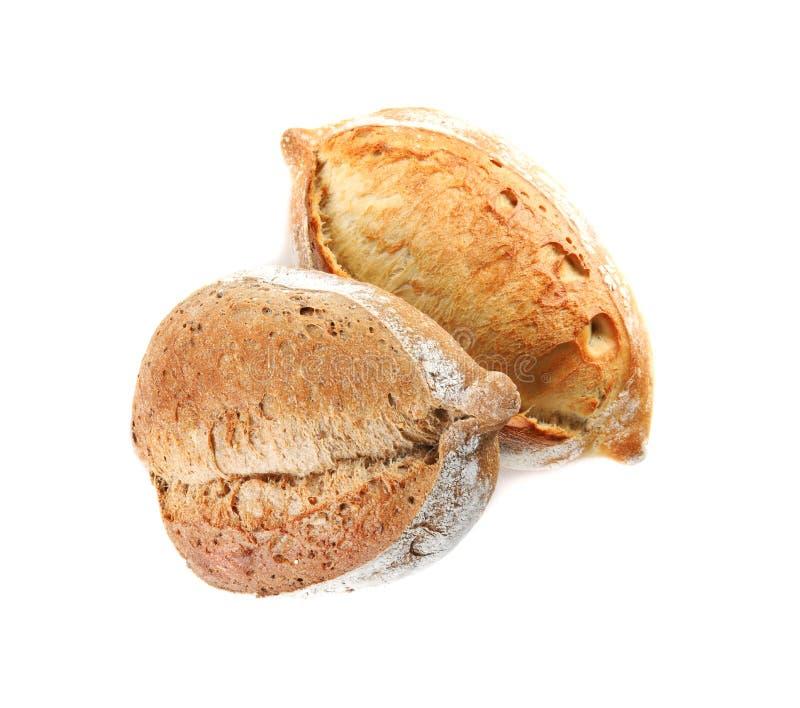 Laibe des frischen Brotes lokalisiert auf Wei? stockfotografie