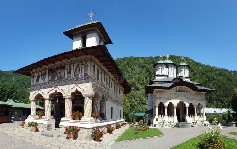Lainici klosterkyrkor arkivfoto