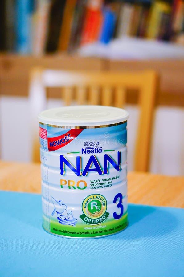 Lait de bébé de Nestle Nan Pro 3 photographie stock