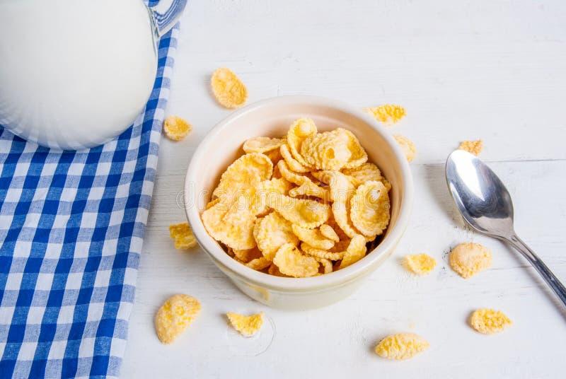 Download Lait de cornflakes photo stock. Image du breakfast, manger - 77159662