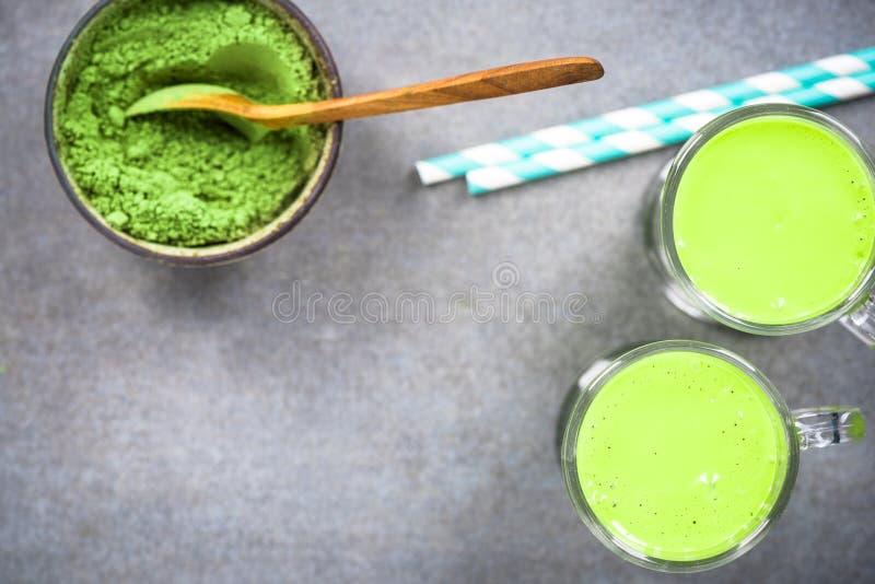 Lait de poule de th? vert de Matcha ou smoothie photographie stock libre de droits