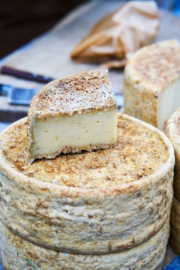 Laje e cabeça do queijo fotografia de stock royalty free