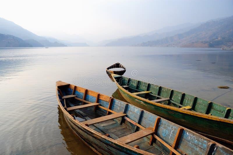 LAK d'honoraires de bateaux stationnant le watt tranquille photos stock