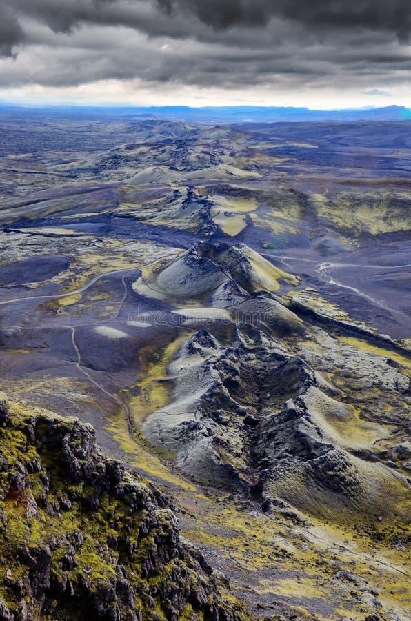 Lakagigar火山的火山口束缚风景视图,冰岛 免版税库存照片