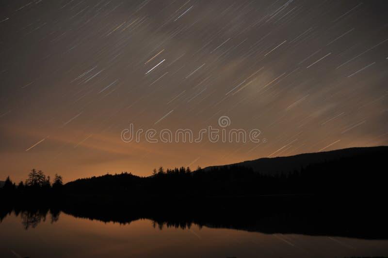 lake över stjärnatrails royaltyfria foton