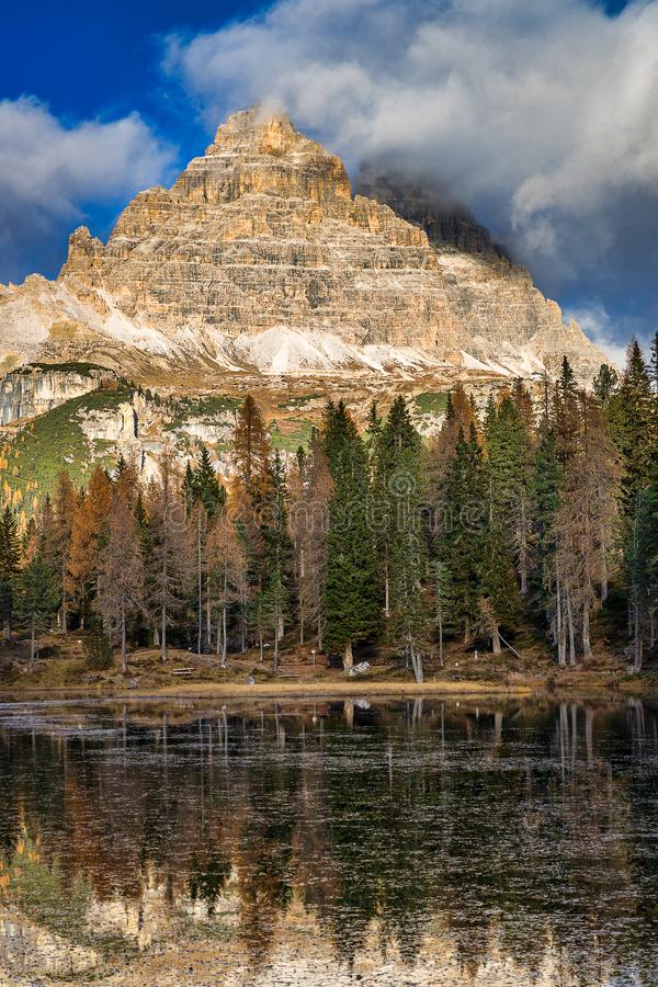 Lake Antorno and rocky mountains view, Dolomites stock photography