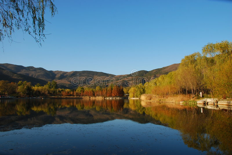 Lake In autum. Blue Sky, mountain, Lake form a beautiful picture of autum stock photo