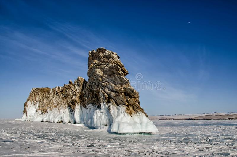 Lake Baikal ön Ogoy, udde, drake, vinter royaltyfri foto