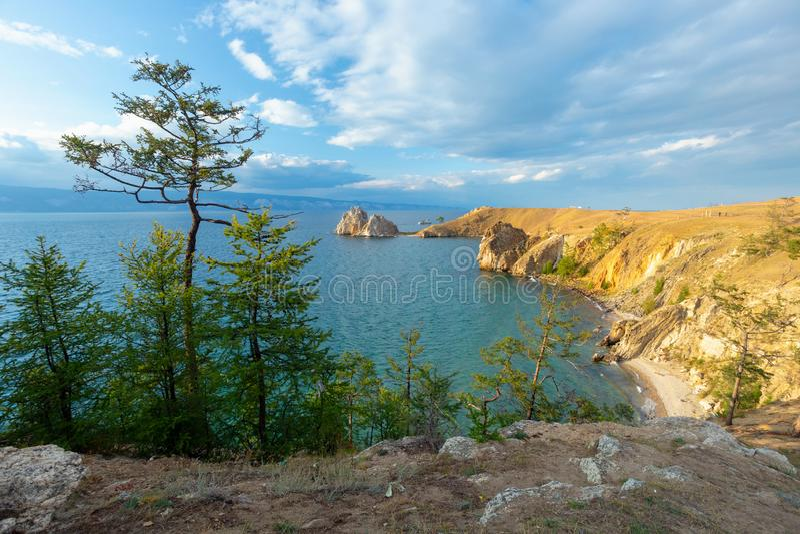 Lake Baikal в лете Остров Olkhon Накидка Burhan стоковые фотографии rf