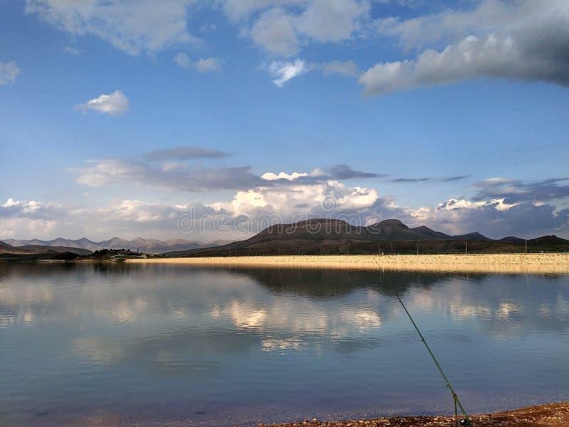 Lake & berg royaltyfri bild