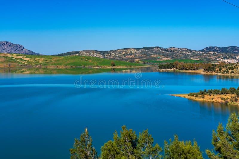 Lake Embalse del Guadalhorce, Ardales δεξαμενή, Μάλαγα, Ανδαλουσία, Ισπανία στοκ εικόνα