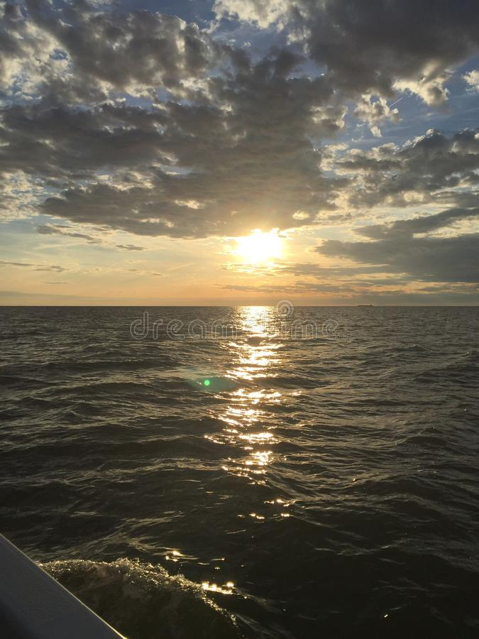 Lake Erie strandsolnedgång royaltyfri foto