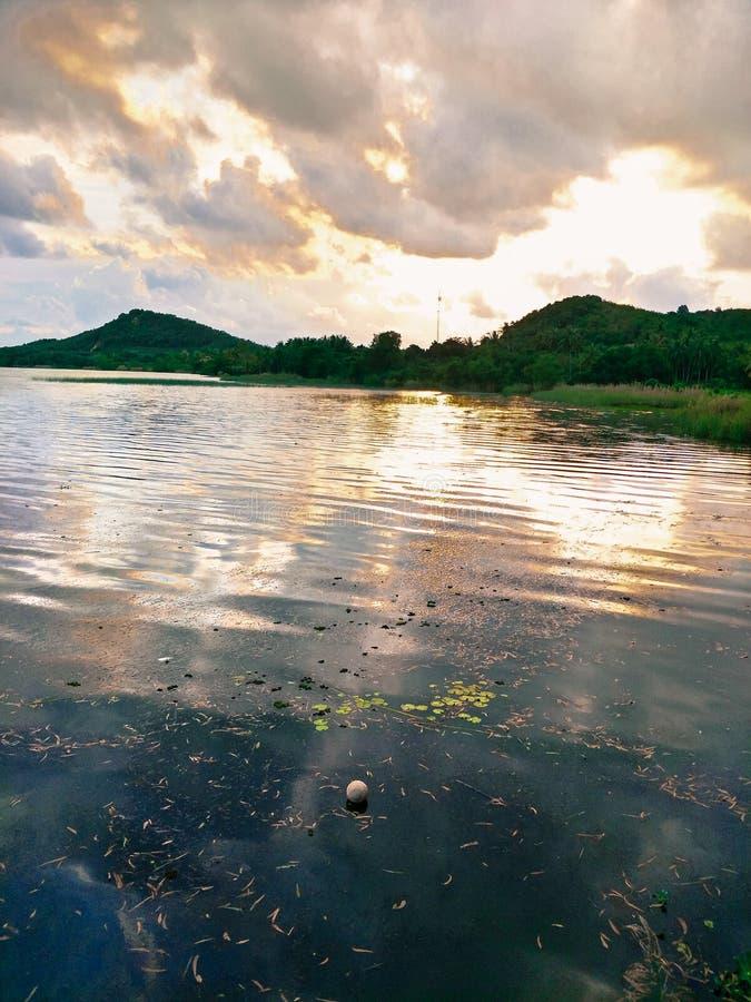 Lake i aftonen arkivfoto