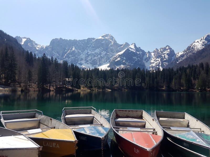 Lake i Alps arkivbilder