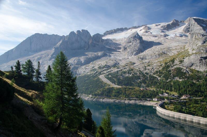 Lake i bergen fotografering för bildbyråer