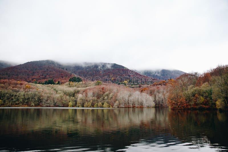 Lake i bergligganden arkivfoton