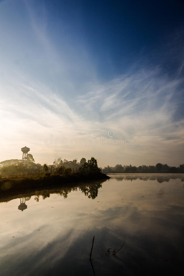 Lake i morgonen royaltyfri fotografi