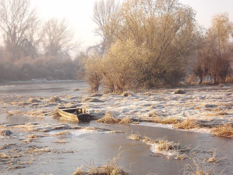 Lake i vinter fotografering för bildbyråer