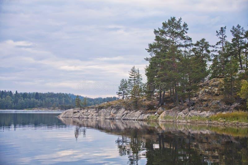 Lake Ladoga republik av Karelia solnedgång för sky för aftonliggandehav royaltyfria foton