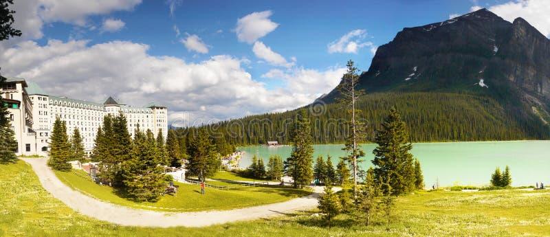 Lake Louise, panorama, Alberta, Canadá imagem de stock