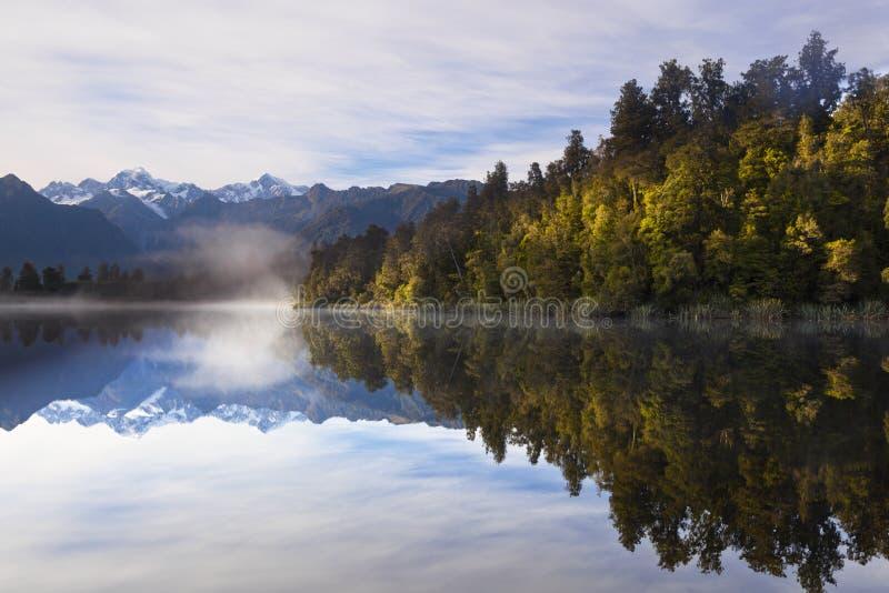 Lake Matheson, New Zealand arkivbilder
