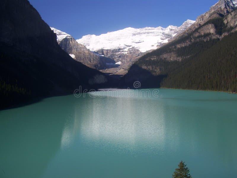 Lake med berg royaltyfria foton