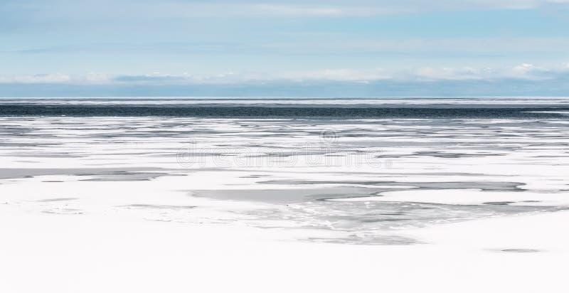 Lake Michigan djupfryst vinterlandskap fotografering för bildbyråer