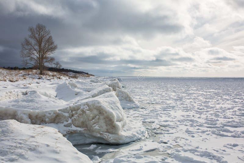 Lake Michigan shoreline, vinter, is arkivfoton