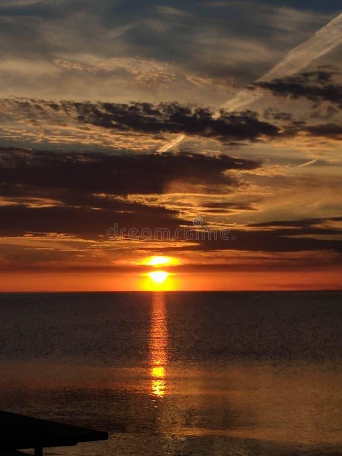 Lake Michigan soluppsättning royaltyfria bilder