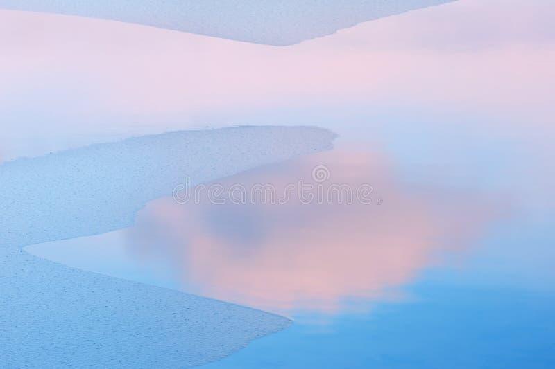 lake obłoczna odbicie zima fotografia stock