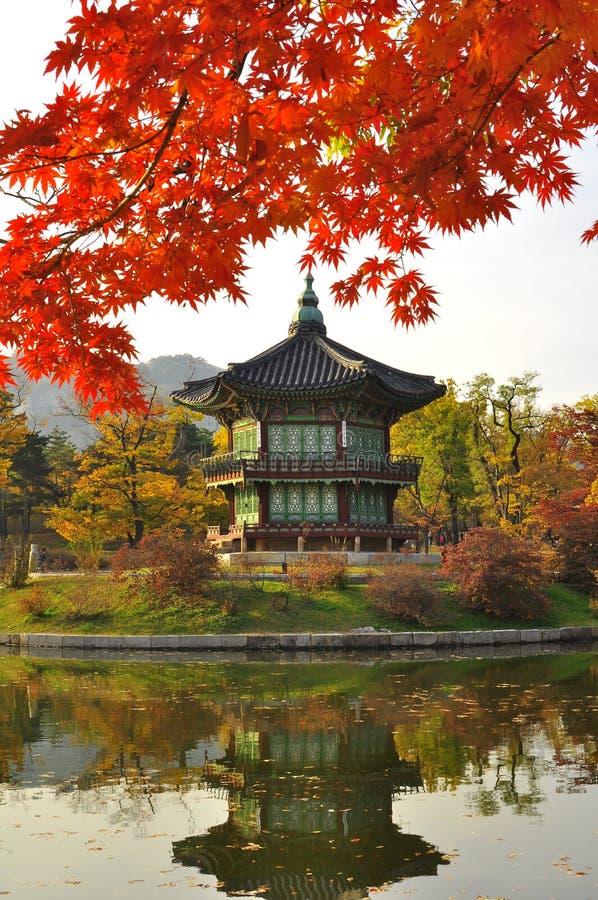 lake reflection korean pagoda gyeongbokgung palace grounds seoul south korea autumn foliage korean pagoda 106559623 - 5 Tempat Wisata Underrated di Korea Selatan, Ada yang Mirip Ubud Lho!