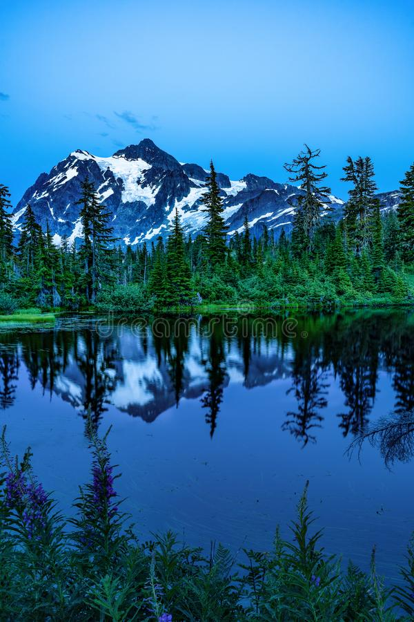 MT BAKER NATIONAL FOREST WA STATE. LAKE REFLECTION OF THE MOUNTAIN LAKE MT BAKER NATIONAL FOREST BLUE HOUR REFLECTION OF MT SHUKSAN WA stock photo