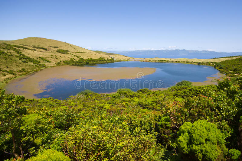 Download Lake Sant Jorge. Pico ö arkivfoto. Bild av heavenly, lake - 27276252