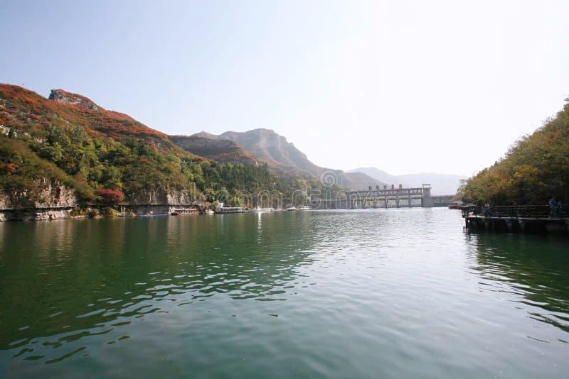 Lake shore van Qingtianhe, Henan, China stock foto