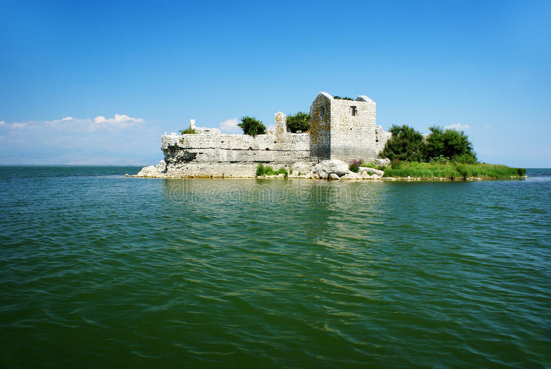 lake skadar montenegro arkivfoto
