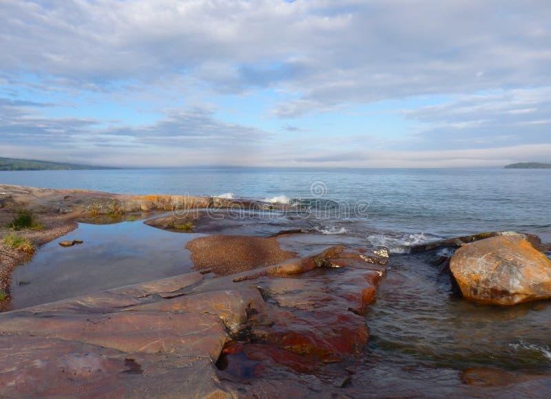 Lake Superior в предыдущих часах вечера стоковое фото rf