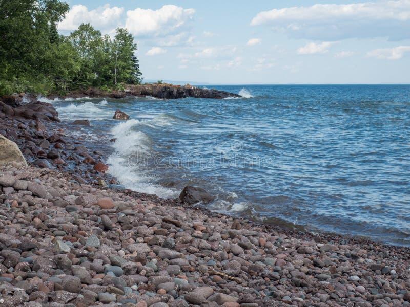 Lake Superior kust i Lutsen, Minnesota royaltyfri bild