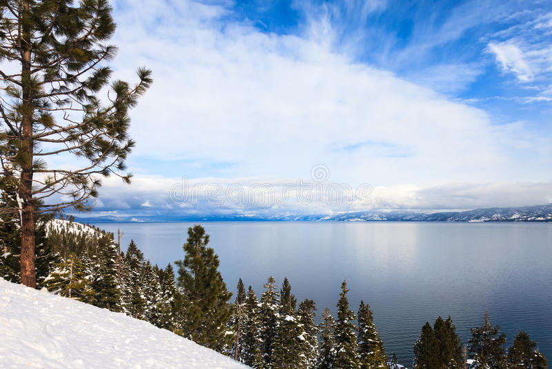 Lake Tahoe i vinter arkivbilder