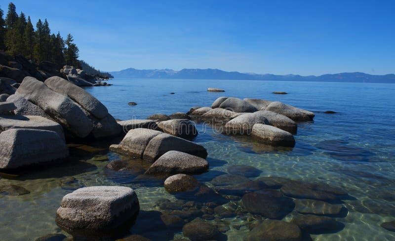 Lake Tahoe på klar dag royaltyfri foto
