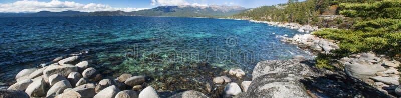 Lake Tahoe Rocky Shore lizenzfreies stockbild