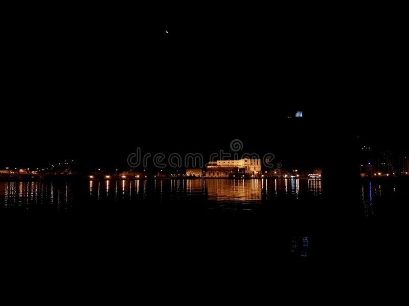 Lake vid natt royaltyfri bild