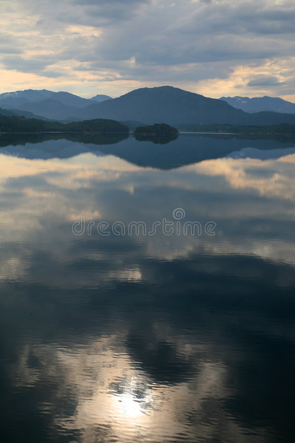 Free Lake With A Reflection Of The Clouds 2 Stock Image - 6142531