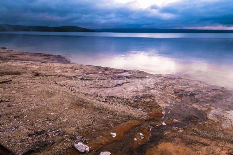Lakeshore Geysir - Westdaumen-Becken Yellowstone lizenzfreie stockbilder