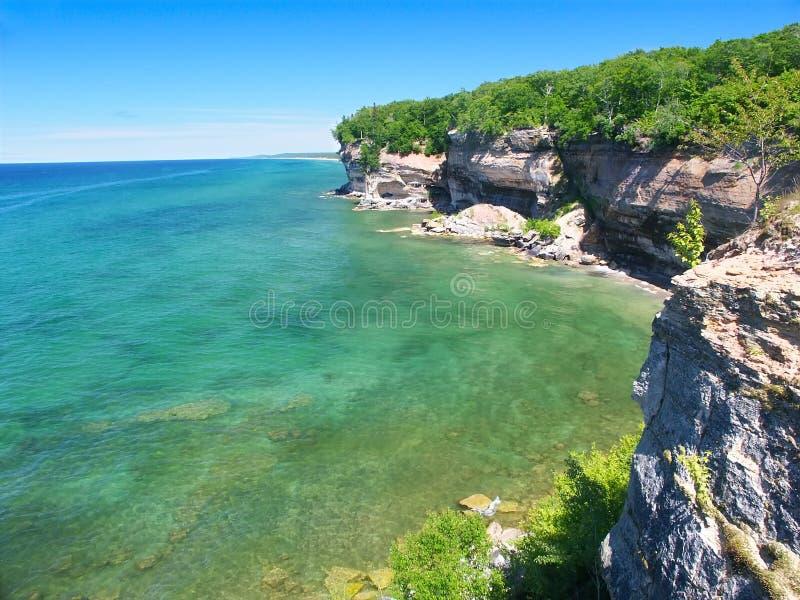 lakeshore nationella föreställda rocks arkivfoto