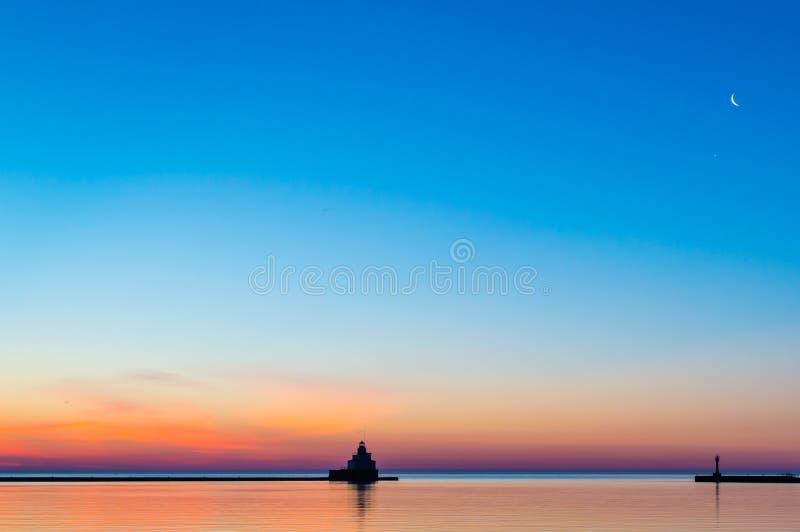 Lakeshore soluppgång fotografering för bildbyråer