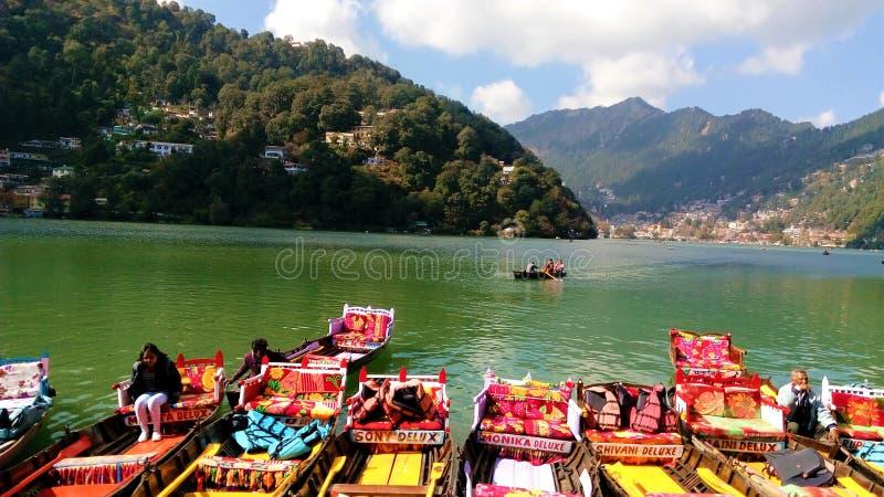 Lakeview bonito com Mountain View em Nainital imagens de stock royalty free