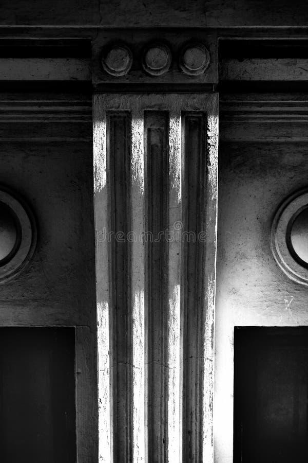 Lakoniskt fragment av fasaden royaltyfri fotografi
