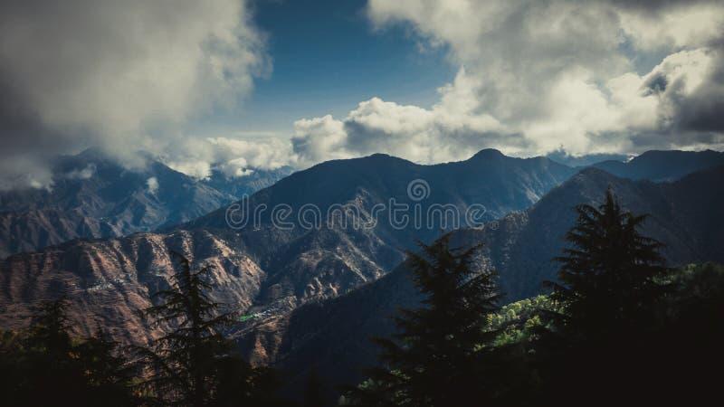Lal Tibba, o pico o mais alto de Mussoorie, Índia foto de stock royalty free