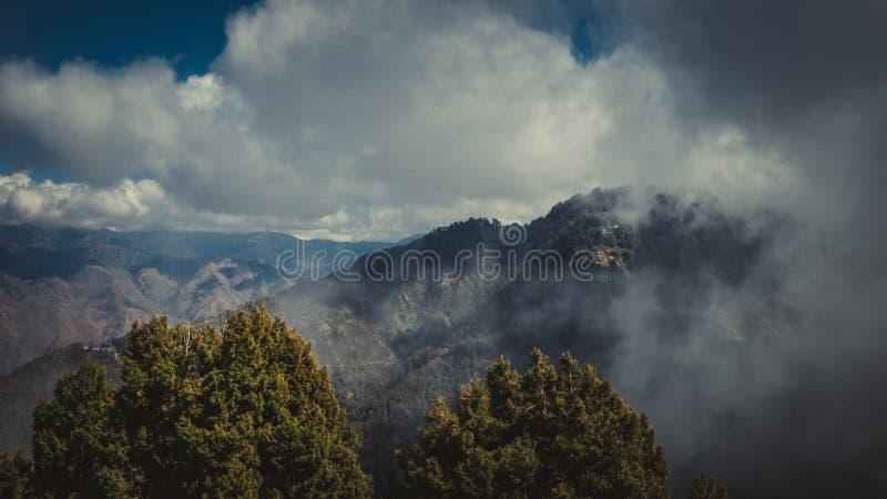 Lal Tibba, o pico o mais alto de Mussoorie, Índia fotografia de stock