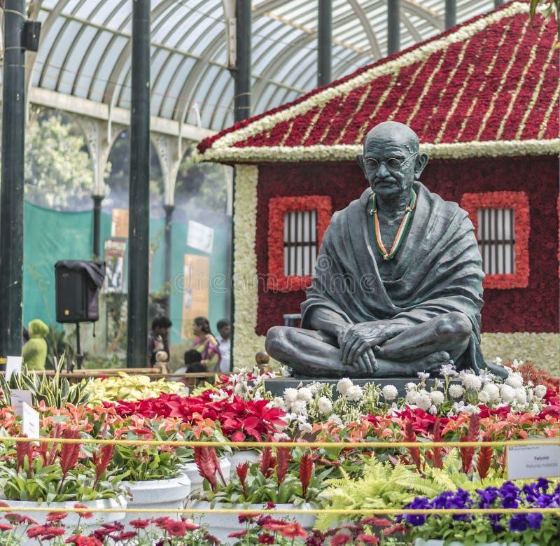 Lalbagh blomsterutställning Januari 2019 - Gandhi staty och Sabarmathi Ashram arkivfoto